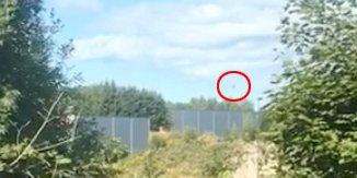 DRAMATISK: Fra Tolfsrudgrenda i Holmestrand filmet Christopher Vatvedt flyet som styrtet lengre nord, på Ekeberg.