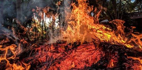 Brannfolk i distriktet ber folk være forsiktige.