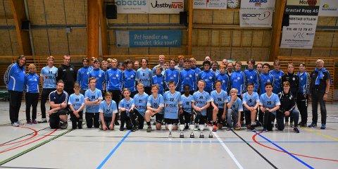 Fikk pokal. Hele fem lag ble hedret da Vestby Håndballklubb inviterte til festivitas tirsdag kveld