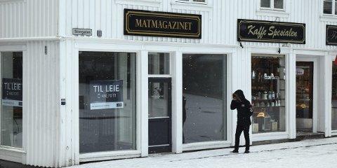 LEDIG: Lokalet etter Matmagazinet nederst på Torvet står ledig etter at kafeen gikk konkurs før jul, men her kan det snart komme nye leietagere, sier Cathrine Janås i DNB Næringsmegling. Foto: Lars DØVLE Larssen