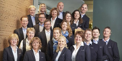 FORNØYDE KUNDER: De ansatte i Andebu Sparebank kan  glede seg over at kundene er veldig godt fornøyd med dem.