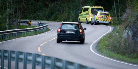 Politi og ambulanse rykket ut til en utforkjøring i Bunnebakkene fredag kveld.