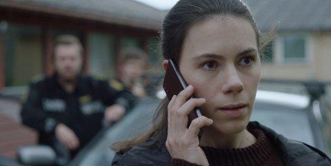 KRIMINALPSYKOLOG: Hanne Mathisen Haga spiller rollen som kriminalpsykologen Maja Angell som vender hjem for å løse en drapssak i serien Outlier.