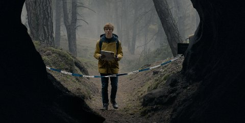 «Dark» står stødig på egne bein, og setter en helt ny kvalitetsstandard for europeiske serier, mener Nettavisens anmelder.