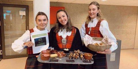 Hedda Vorkinn , Elise Ulateig Lindsøe og Johanne Sveen Edquist klare for servering.