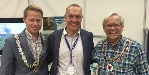 HØYTIDELIG: Ordførerene Harald Tyrdal (Ap), Lars Magnussen (Ap) og Willy Westhagen(GBL) får vigselsrett fra 1. januar. De har litt blandede følelser for oppdraget.