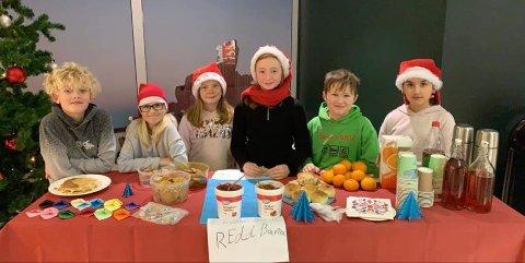 Samlet inn: Liam, Julie, Hedda, Marla, Ask og Sana fra Sørumsand skole gir penger til Redd Barna
