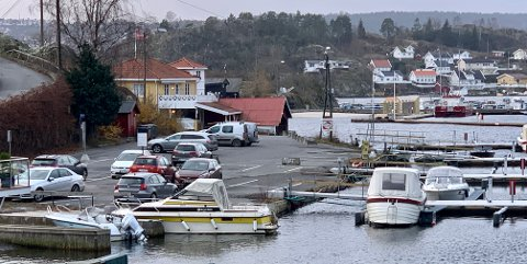 Parkeringsplassen på Øya får nå flere parkeringsplasser som blir reservert for fastboende.