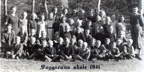 Klassebilde: Er det noen som vet hvem som er avbildet her? Første jenterekka, nummer fire fra høyre: Ragnhild Lia.