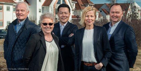 KLAR STRATEGI: (f.v) Runde Eide, Ingunn Idsø, Morten Kim Pedersen, Gunhild Smestand og Eivind Kjølsvik Aursøy fra Real Næringsmegling AS.