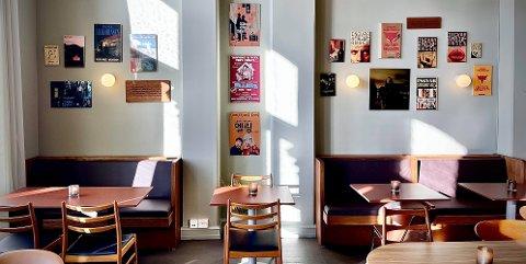 PANGSTART: Mange har vært spente på Ellings Kafé. Det forteller vert Magdalena Lindtvedt.
