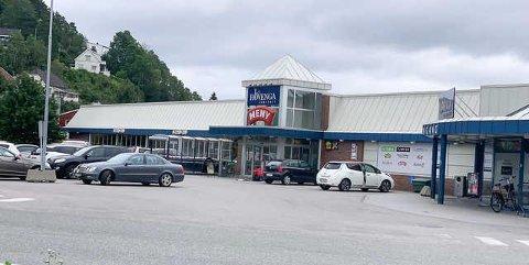 En mann i 30-årene truet til seg medisiner fra safen hos Apotek ! på Hovengasenteret mandag.