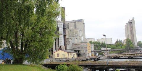 – Regjeringen foreslår først å realisere fangst av CO2 ved Norcems sementfabrikk i Brevik, skriver regjeringen i en pressemelding.