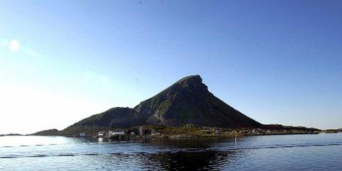 Lovund kan nå få en fast stasjonert lege. Det samme kan Lurøy innland.