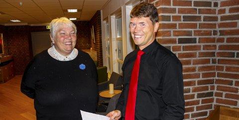Håpet brast: Da forhåndsstemmene var talt hadde Gro Langdalen (H) et lite håp om ordførerklubba, men det endelige resultatet gir Aps Ståle Grøtte litt for gode kort på hånda. Foto: Rune Fjellvang
