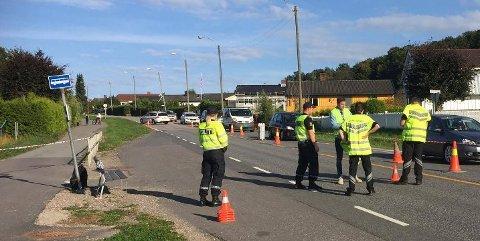 Politiet og Statens vegvesen undersøkte og kartla ulykkesstedet etter ulykken mandag.