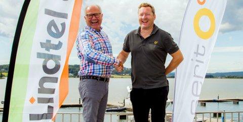 FORNØYDE: De daglige lederne er tydelig fornøyde med fusjonen: Erik Lindahl i Lindtel (t.v.) og Richard Jakobsen i Serit Skagerak.
