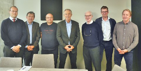 På studietur med Europabevegelsen til brexit-land: (f.v.) Anderas Nordang Uhre, Oluf Langhelle, Hakan Sicakkan, Tony Blair, Torbjørn Wilhelmsen, Henrik Kvadsheim og Thomas Laudal.