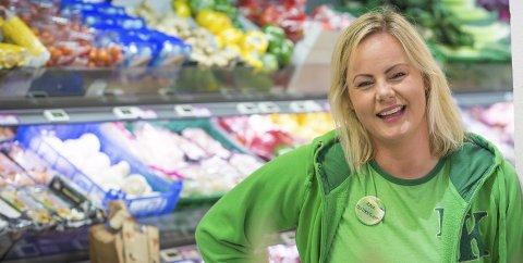 Lojal:  Skal Aina Margrete Olsen på hyttetur kjører hun gladelig tre mil omvei for å kunne handle i en Kiwi-butikk. Og konkurrentenes bæreposer kommer aldri over dørstokken hjemme hos butikksjefen.
