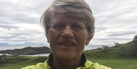 Anita Øygard ville innom Langevikja og nyte synet av det flotte området dei hadde rydda for plast. Foto: Privat