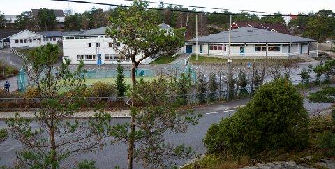 Åttekanten: Kim- Erik Ballovarre frykter det vil ta 15 år før det blir bra.  Ordfører Borge svarer med at skolen er friskmeldt bygningsmessig.