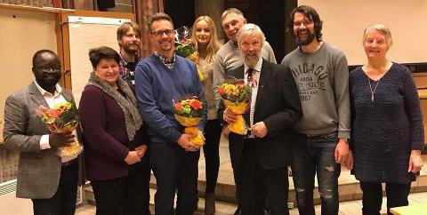 FRISKT BLOD: Slik ser det nye styret i KrF Fredrikstad ut. Ny leder Andre Andersen i blå genser, avgått leder Per Lebesby i dress.