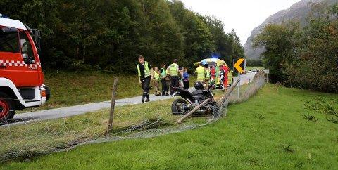 Motorsyklisten klaget på brystsmerter og ble fraket til lege i ambulanse.
