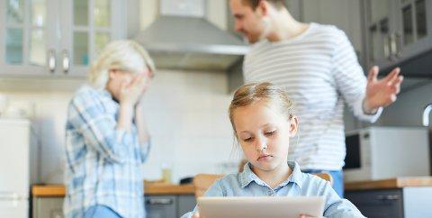 Innsenderen opplever at alt er snudd på hodet etter at hun og samboeren fikk barn. Familieterapeuten råder alle par til å sette av en kveld annenhver uke til å gjøre opp en viss «status» på hvordan man har det i parforholdet. Illustrasjonsfoto: Colourbox