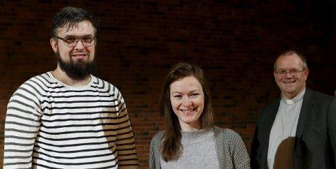 VIES: I dag gir Stine Hammer og Geir Ove Helgeland hverandre sitt ja i Norheim kirke. Sokneprest Geir Styve starter julaften med vielse, før han skal ha to gudstjenester.