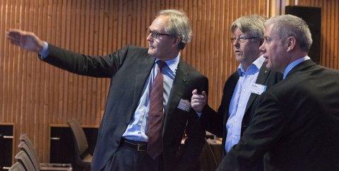 OPTIMIST: Felix Tshcudi på Kirkeneskonferansen 2016, her med representanter fra Norske Shell på Thon.