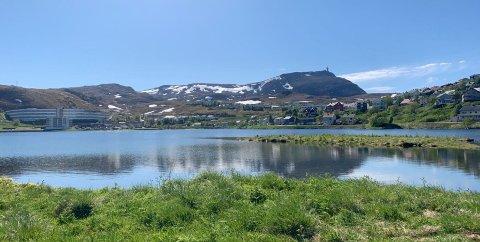 NOK EN FIN HELG I VENTE: Her illustrert med en flott solskinnsbilde fra Storvannet i Hammerfest forrige helg.