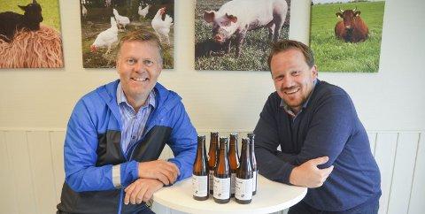 BRYGGER PÅ NOE BRUNT: Erik Bakke (t.v.) og Ole Petter Bernhus i Stuttreist & Himlaga etterlyser hjemmebryggere. Foto: Roger Ødegård