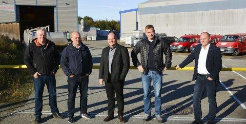 GLEDE: Gudmund Øvrehus, Håkon Ekeland, Trond Skarveland, Tore Thorkildsen og Rune Skarveland gler seg over at det blir nytt liv på industriområdet på Opsanger.