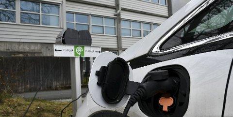 TILSKOT: Miljødirektoratet har gitt tilsegn til Kvinnherad kommune om 116.000 kroner til byggjinga av seks nye ladeuttak for tenestebilane. (Arkivbilde).