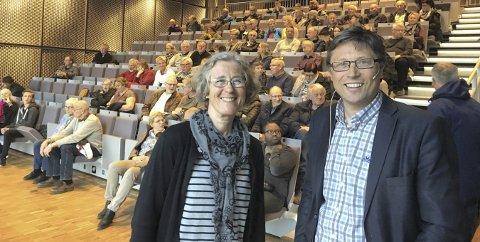 NY DEBATT: Kongsbergs biblioteksjef Elisabeth Bergstrøm og ansvarlig redaktør Jørn Steinmoen i Laagendalsposten inviterer torsdag til politisk debatt i Sølvsalen på Krona. Dette bildet er fra en tidligere debatt.