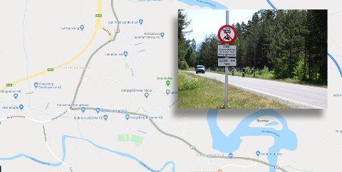 Som du kan se, foreslår ikke lenger Google Maps bilistene å kjøre på Lågendalsveien på Kongsgårdmoen, siden det tross alt er gjennomkjøring forbudt her.