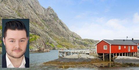Adrian Arntsen fra Napp jobber som eiendomsmegler i Bodø. Mandag solgte han denne rorbua i Nusfjord.