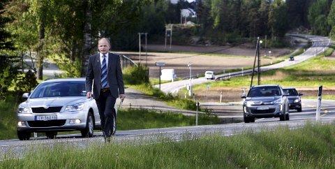 FØLGER NØYE MED: Ordfører Reidar Kaabbel understreker at fylkesvei 120 er særdeles viktig for Våler.
