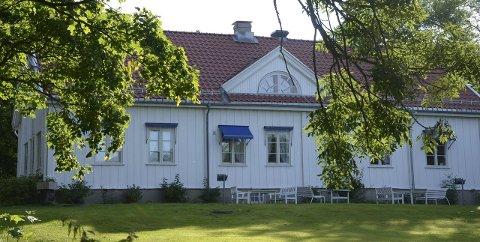 MANGLERUD GÅRD: Badet i sommersol og klar til kongelig besøk 28. april. Arkivfoto: Nina Schyberg Olsen