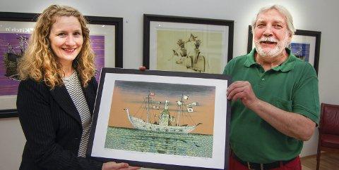 Galleri baker: Ordfører Tuva Moflag sammen med Jan Baker under åpningen av Galleri Baker i Ski storsenter. «Jomfruturen» er tittelen på bildet. foto: ole k. endresen