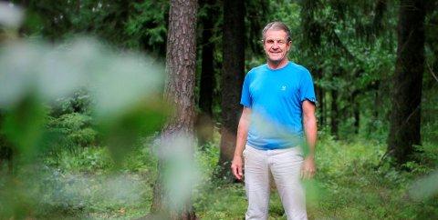 FERDIG MED FJELLA-BØKENE: Svein Syversen har gitt ut tre bøker om Fjella. Søndag avslutter han sesongen på Historica opplevelsessenter med et foredrag om arbeidet og signering av bøker.