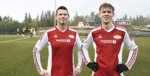 Idar Vandbakk Kjærstad og pappa Roy Kjærstad gjør seg klar til kampen mot Mo IL sist mandag. Mye av livet handler om fotball for begge. Foto: Arne Forbord