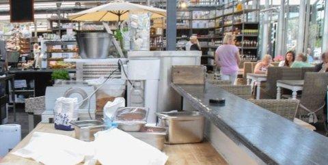 PÅ BAKROMMET: Det var i de ansattes garderobe og på lageret med tørrvarer at Mattilsynet ville ha mer orden. 14. januar besøkte kontrollører Café Orkide. ARKIVFOTO: Morten F. Solberg