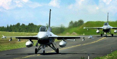 JAGERFLY: USA har satt av nesten 90 millioner kroner til å bygge en installasjon på Rygge, som kan brukes til å komme raskt på vingene med jagerfly. Saken skal være koordinert med Norge, ifølge amerikanerne. Men i Forsvarsdepartementet påpekes det at saken ikke har vært drøftet. Foto: Moss Avis