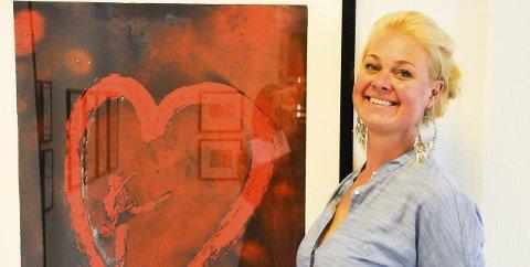 BIDRAR: Bjørg Thorallsdottir er blant kunstnerne som bidrar på auksjonen.