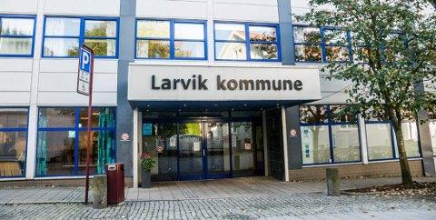 STÅR FOR OPPSIGELSEN: I 2016 ble en ansatt i Larvik kommune siktet for korrupsjon. Nå er saken henlagt, men kommunen er klar på at de hadde gyldig grunn til å si opp byggesaksbehandleren på det tidspunktet.