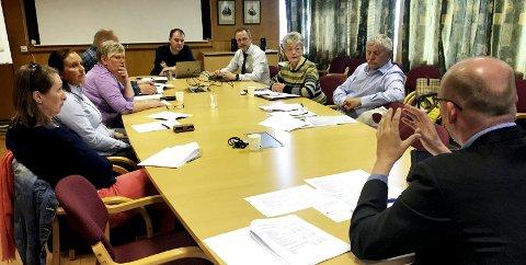 Møttes: Torsdag møtte rådmann Arne Ingebrigtsen og assisterende rådmann Per Sverre Ersvik kontrollutvalget til diskusjon om kommunens  pengebruk knyttet til konsulenter og vikarer.