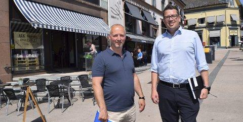 NYTT LIV: Det tidligere lokalet til gullsmed Einar Marthinsen huser for tiden en pop-up-butikk, men får deretter en ny, langvarig leietager. – Pop-up-butikker kommer vi nok til å se mer av uansett, mener Bjørn Even Sørhaug (til venstre) og Lars Tveit.