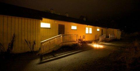 NYTT LIV: Kommunen har snudd, etter at de forsøkte å kvitte seg med bygget i Måsevegen  i 2018. Den nye planen er  at elever på Kvaløya videregående skole skal ta det i bruk.