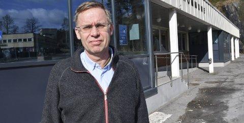 Kommuneoverlege i Tvedestrand Hans Tomter ble i kveld varslet om en ny positiv koronatest.